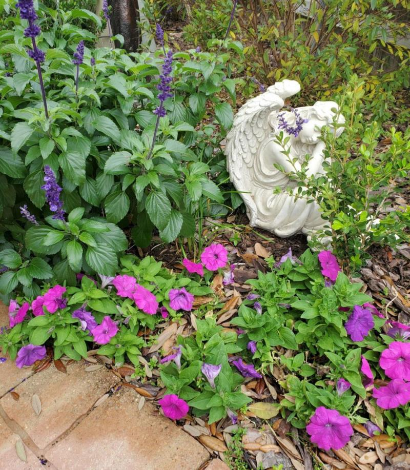 Garden accents provide symbolic inspiration